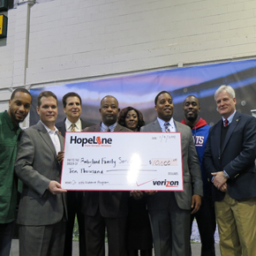 Verizon Joins NFL to Give Back to the C...