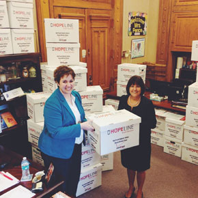 Indiana First Lady Karen Pence, Indianapolis Colts leading HopeLine collection drives