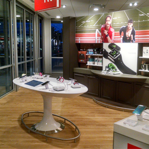 "Verizon Wireless Redefines Wireless Customer Experience: Barry Towne ""Smart Store"" Opens on December 17"