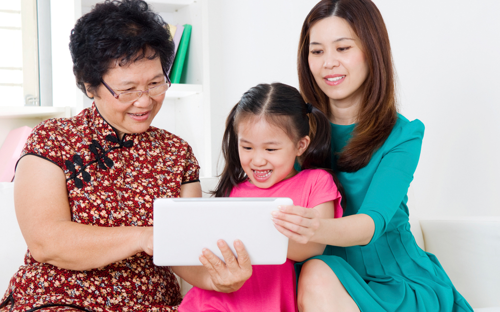 "5 Ways to Make Your Mom Feel Loved ""Wirelessly"" This Mother's Day"